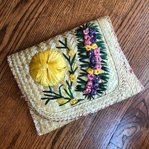 ▪️vintage straw 70s clutch▪️floral embroidery